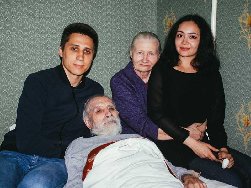 arat aripov family