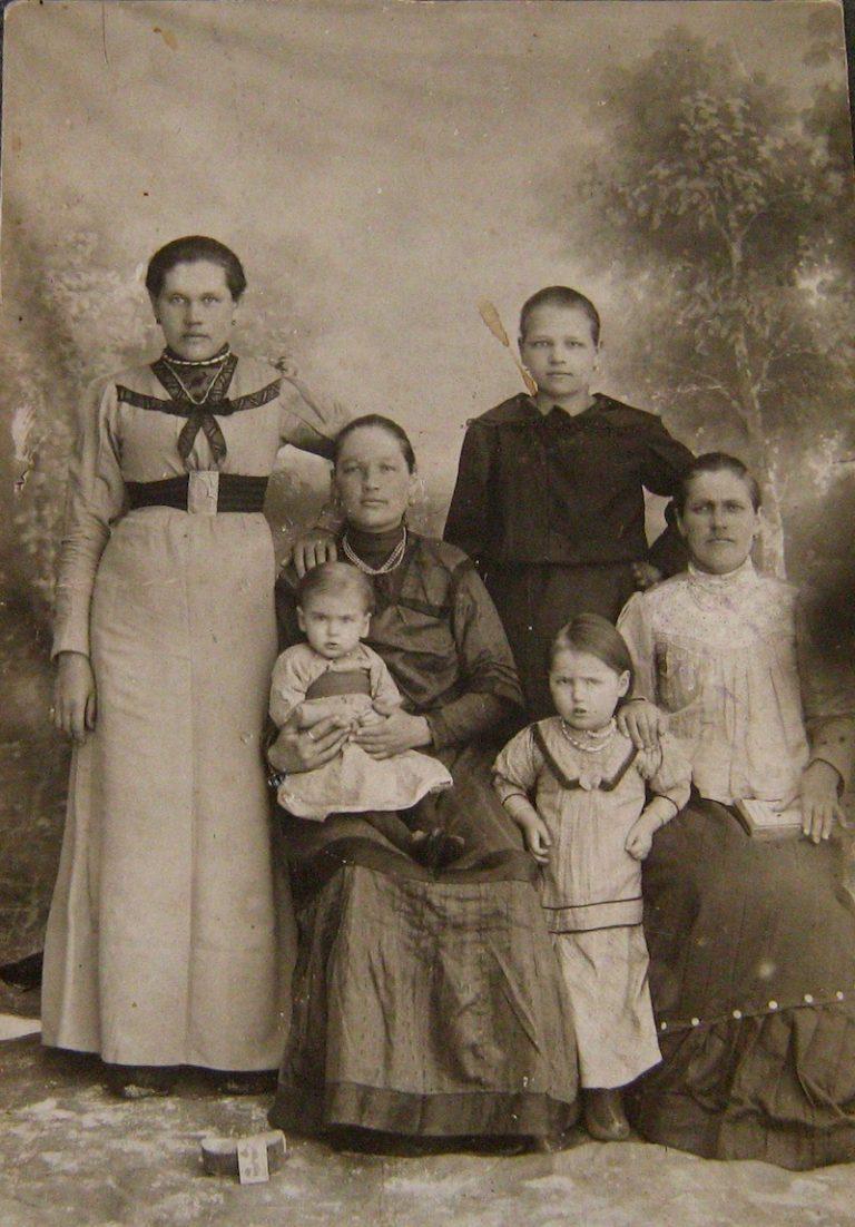 presnogorkovskaya kupecheskaya semya 768x1102